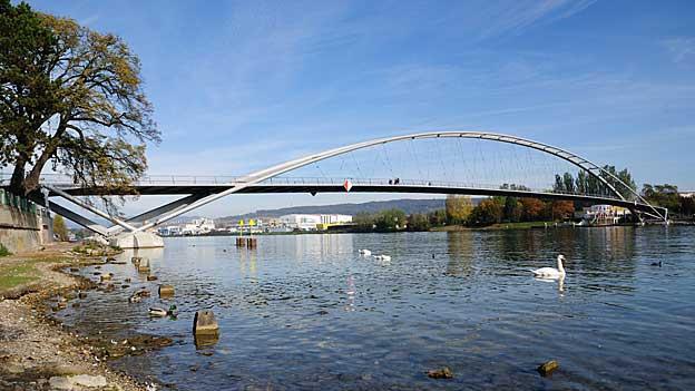 Dreiländerbrücke bei Basel verbindet Weil am Rhein (D) mit Huningue (F)