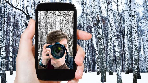 Fotokamera im Display eines Handys