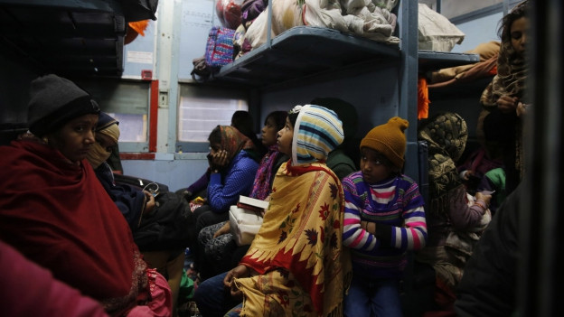Völlig überfüllter Zug in Indien