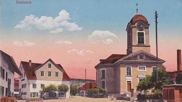 Dorfstrasse mit Schulhaus, Kirche, Restaurant Linde
