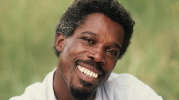 Bekam 1986 die Chance einen Song im Film «Auf der Jagd nach dem Juwel vom Nil» zu platziern.