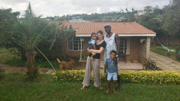 Simone Simwaka mit Familie.
