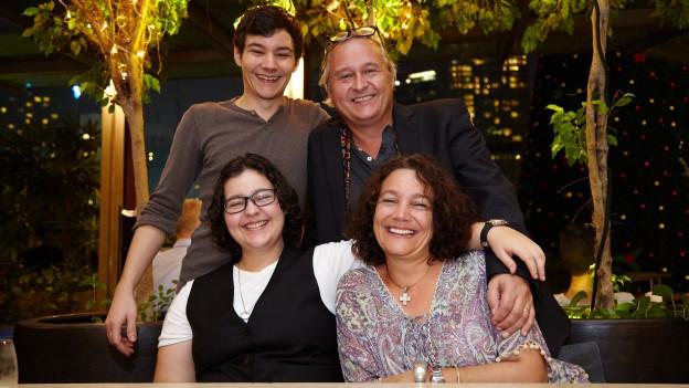 Familie Bucheli: Fanny, Edgar, Sohn Joshua und Tochter Taina.