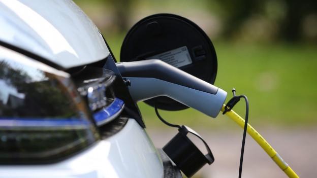 Noch fehlen in der Schweiz viele Schnellladestationen für Elektroautos.