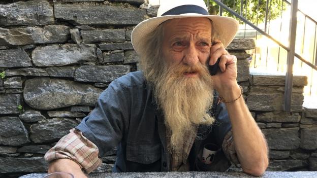 Filippo Rauber mit Bart und Hut