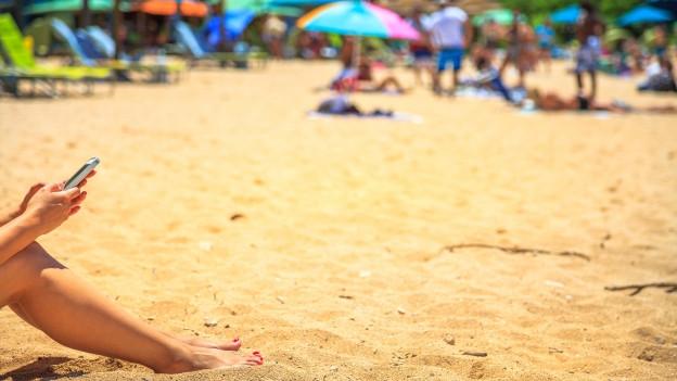 Smartphone im Urlaub: Vorsicht vor dem Sand am Strand