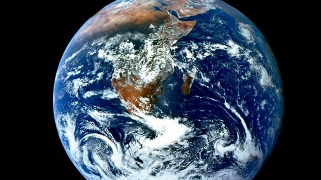 Wir sehen es nicht, hören es nicht, spüren es nicht: das Erdmagnetfeld.