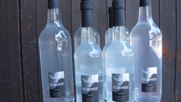 Flaschen mit Chörbliwasser.