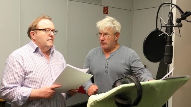 Lotar-West und Lotar-Ost: Gustav-Peter Wöhler und Jörg Schüttauf im Hörspielstudio.