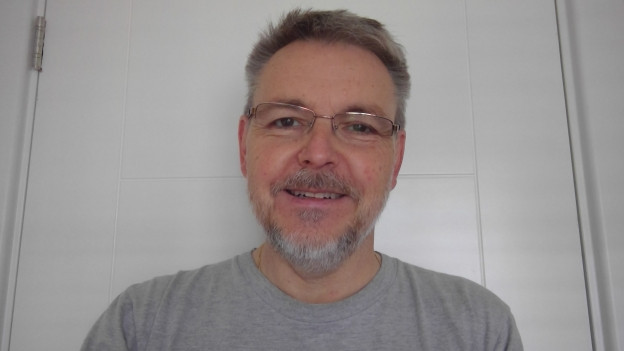 Christian Henning lebt in Reading, England.