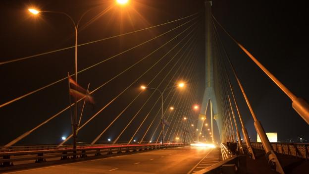 Brücke in der Nacht.
