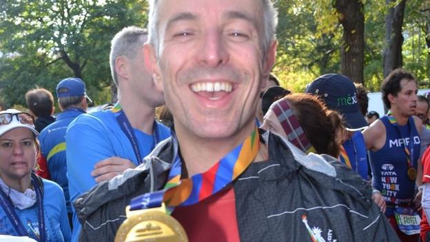 Geschafft! Dani Fohler stolz nach seinem ersten New York Marathon 2014.