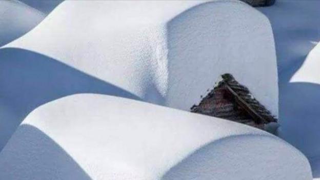 Viel Schnee auf Dächern