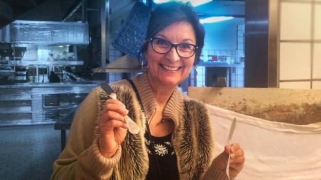 Hotelhistorikerin Evelyne Lüthi-Graf lacht in die Kamera
