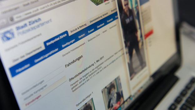 Nahaufnahme der Internetseite der Stadt Zürich mit Fotos.