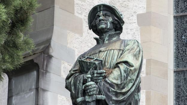 Huldrych Zwingli ist im Toggenburg geboren. Über Glarus und Einsiedeln kam er nach Zürich.