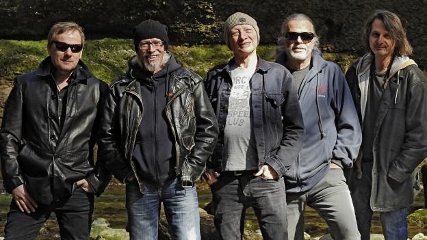 Giovanni «Gio» Russo (Mitte) mit seinen Bandkollegen und neuem Album