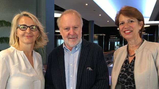 Zu Gast bei Sonja Hasler: Sänger Peter Reber und UNO-Sonderbeauftragte Christine Schraner Burgener (v.l.)