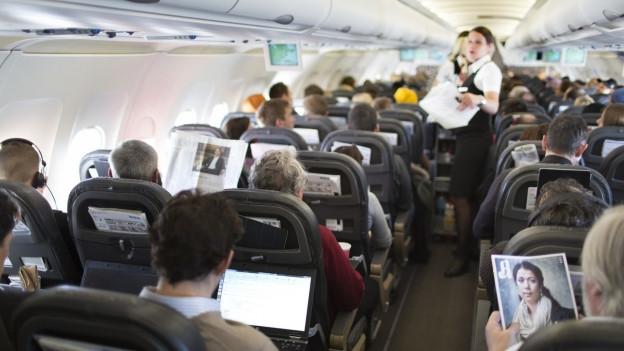 Heute gibt es in der Schweiz über 5'000 Flight Attendants. 1975 waren es noch 800.