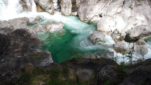 Grün ist die Farbe des Wassers der Verzasca