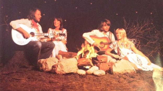 ABBA singen Fernando am Lagerfeuer