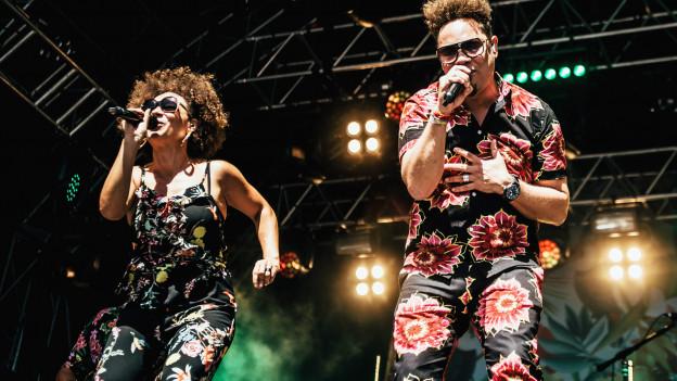 Marc Sway mit Schwester Carmen auf der Bühne des Heitere Festivals 2019