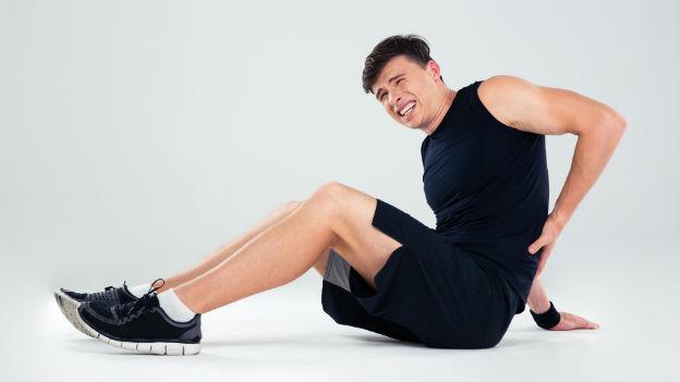Trainierender mit Rückenschmerzen