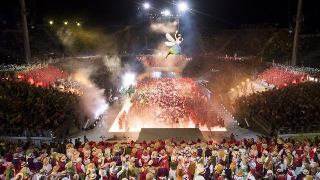 Die Arena fasst 20'000 Menschen und bildet das Herzstück des Festes.