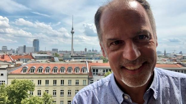 Peter Voegeli auf dem Turm der Zionskirche in Berlin.