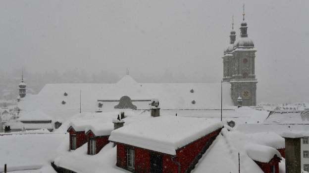 Auch Schnee macht ein Dach weiss