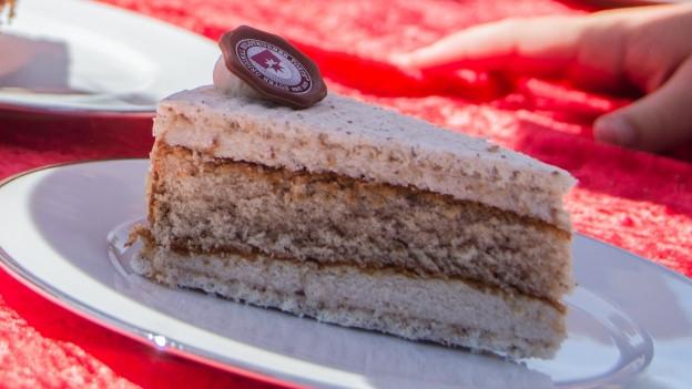 Ein Stück Solothurner Torte.