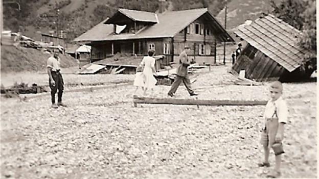 SRF 1-Hörer René Stalder schickt uns dieses Foto und erinnert sich an die Explosion in Blausee-Mitholz von 1947.