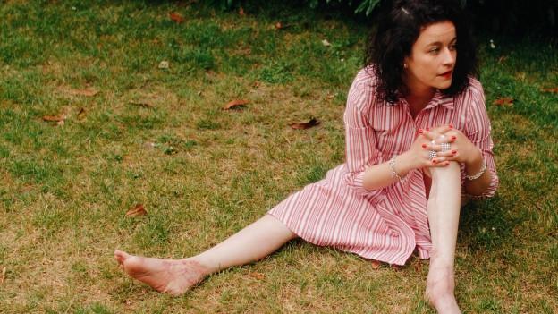 Nora Zukker mit ihren wiederhergestellten Beinen