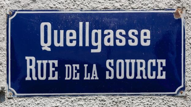 Zweisprachiges Strassenschild in Biel