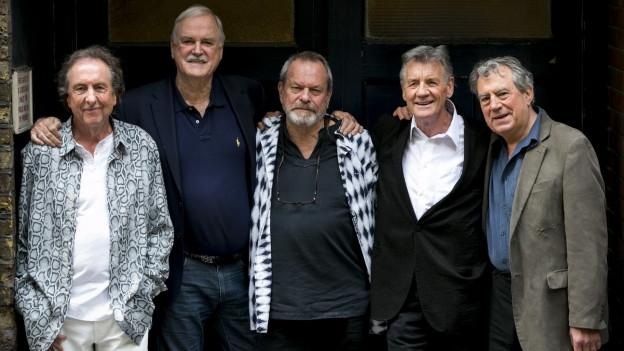 Monty Python wurde 1969 gegründet und hatte ihre Blütezeit in den 1970er Jahren, in denen die Fernsehserie Monty Python's Flying Circus und mehrere Kinofilme.