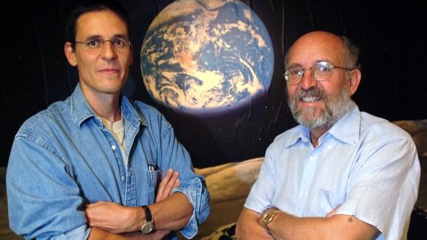 Die beiden Schweizer Nobelpreisträger 2019 in Physik strahlen um die Wette