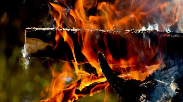 Feuer brennt.