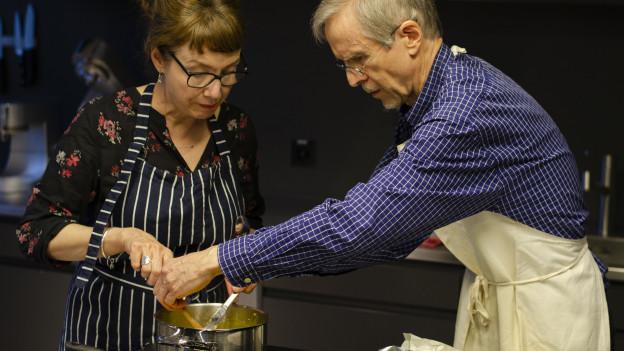 Kochmuffel René Matter lernt in der Kochschule kochen.