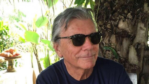 Auf dem Bild sieht man den 75-jährigen Ausland-Schweizer Peter Erni, der seit 25 Jahren in Bali lebt.