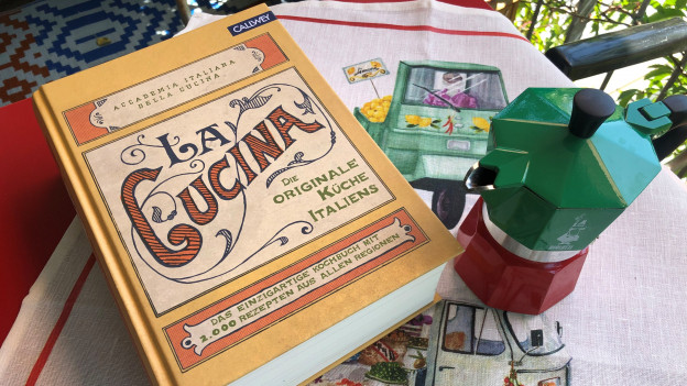 Kochbuch La Cucina hat über 2000 Rezepte.