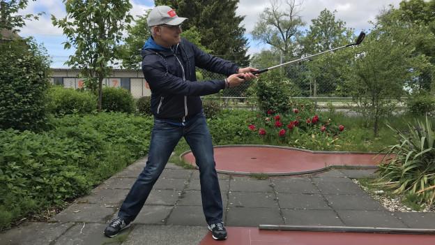 Outdoor-Reporter Marcel Hähni am Abschlag.