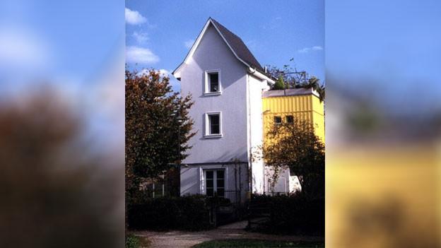 Im Trafohaus daheim: Hier lebt seit 22 Jahren Paul Fischler.