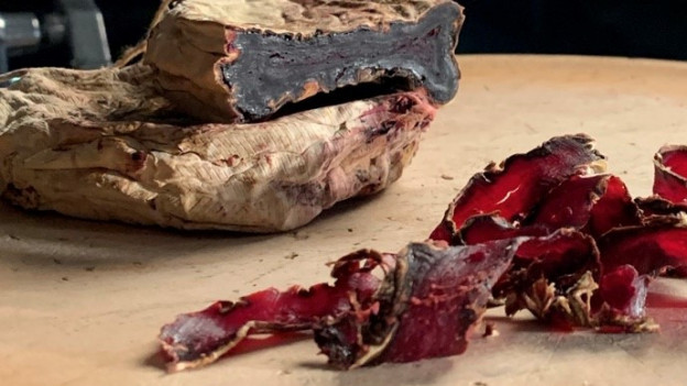 Fermentierte und getrockneter Randen schaut aus wie Trockenfleisch