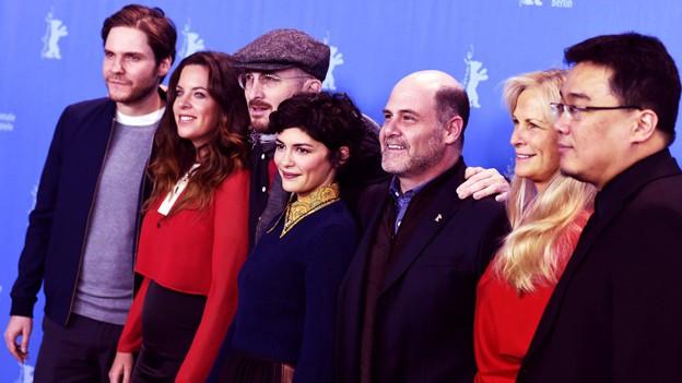 Die Berlinale-Jury posiert für die Fotografen.