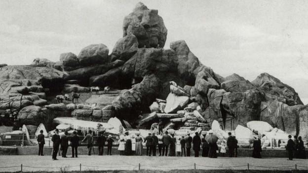 Auge in Auge mit den wilden Tieren: Carl Hagenbeck baute in seinem Tierpark keine Gitter, nur Wassergräben.