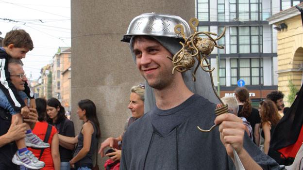 Sie tragen gerne ein Spaghetti-Sieb auf dem Kopf: Die Anhänger des Spaghettimonsters.