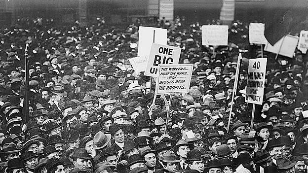 Sozialisten am Union Square in New York, 1. Mai 1912.