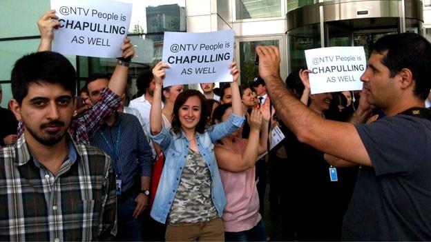 NTV-Mitarbeiter demonstrieren.