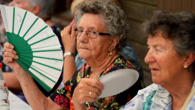 Ein Fächer verschafft Abkühlung in der Hitze