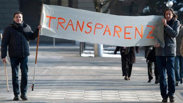 Alle fordern Transparenz: auch die Schriftsteller Guy Krneta und Pedro Lenz.